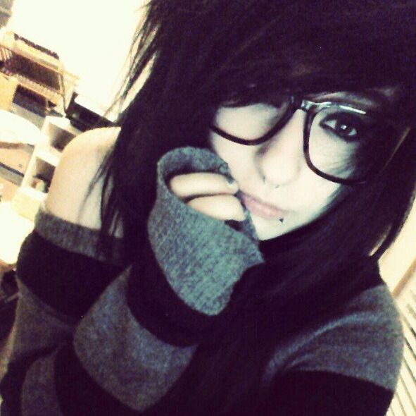 Love her sweater and glasses!!