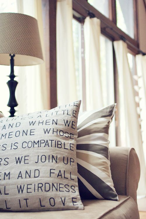 This is neat - a stenciled pillow with your favourite quote.  and super easy...