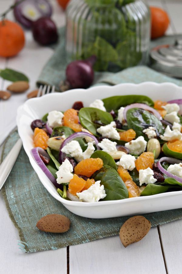 "Spinach Salad with mandarin orange and ""goat???"" cheese  http://12tomatoes.com/2014/09/flavorful-salad-recipe-mandarin-orange-goat-cheese-and-spinach-salad.html"