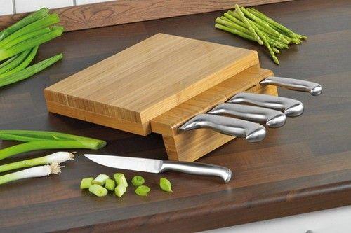 Set cutite si fund de bambus pentru tocat  http://www.bucataria-fermecata.ro/cutite-accesorii-1/set-cutite-celeste-cu-suport-bambus.html