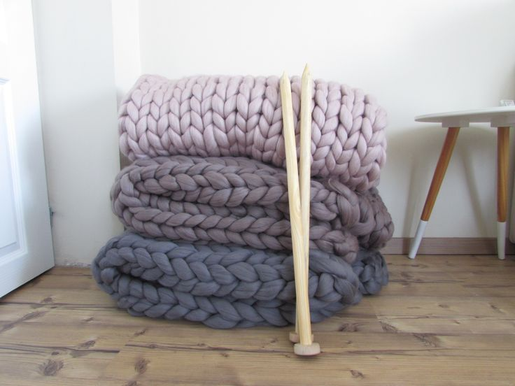 Hand knitted chunky blanket Merino wool- feel like the fluffiest thing in the whole wide world is hugging you! Patura lana Merino handmade.