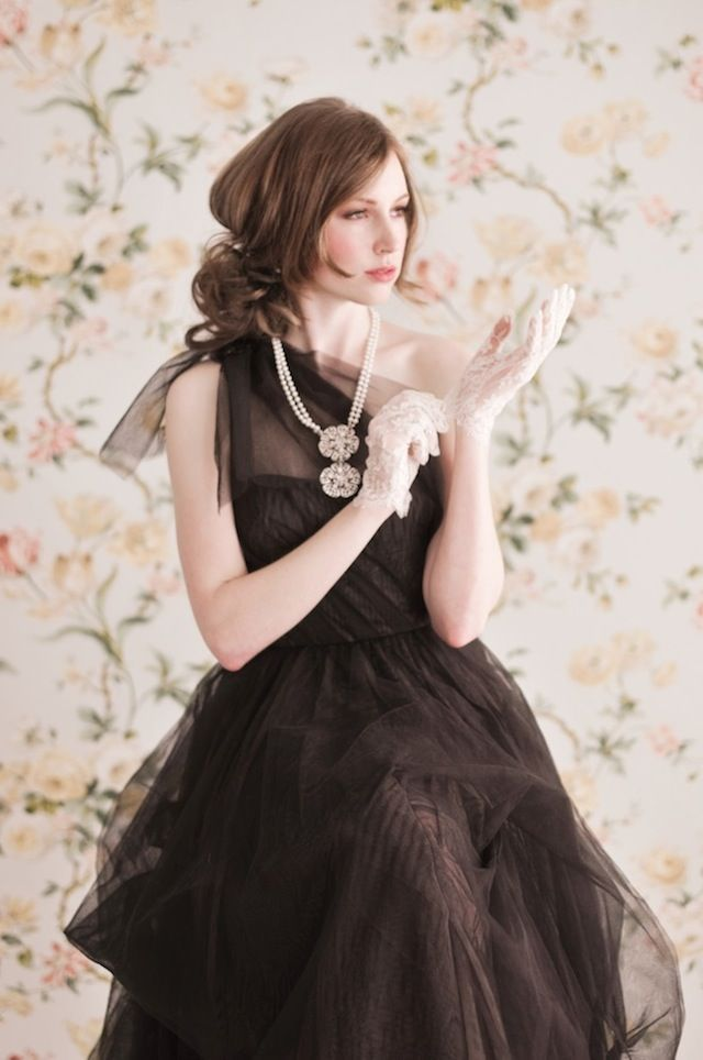 レースが可愛いブラックドレス♡モノトーンのウェディングドレス・花嫁衣装参考まとめ♪