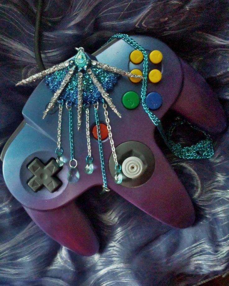 #diy #diyjewelry #diycrafts #diyinspiration #necklace #jewelry #jewellery #handmade #craft #kitana #princesskitana #mortalkombat #nintendo64 #n64 #gaming #game #glitteraddict #glitter #jewelrygram #inspired #getcreative #blue #silver #kaulakoru #askartelu #teeseitse #sininen #hopea #kimalle
