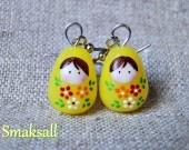 Boucles d'oreilles poupée russe jaune