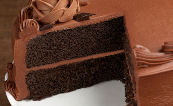 Impossibile non cedere alla dolcezza infinita del cioccolato: provate a usare una base per torte a base di cioccolato e la vostra torta diventerà una vera delizia! Facile e veloce da fare, potrete mangiarla senza farcitura ma per renderla davvero un capolavoro scegliete la vostra crema preferita e...