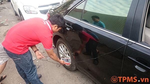 Lắp đặt và lập trình cảm biến áp suất lốp xe Toyota Camry 2010 - TPMS.vn