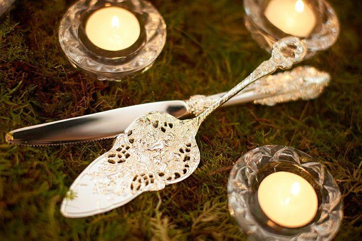 Вы не знаете чем разрезать торт на свадьбу? Выпало из головы или подумали, что в ресторане возьмете нож?  ☝️Для красивых фотографий нужны красивые приборы!  Мы сдаем в аренду вот такой чудесный набор!  ☎️Звоните +7 (920) 815-45-45  Наше агентство делает все для того, чтобы Ваша свадьба была красивой и незабываемой ☺️  #красиваясвадьба #детали #свадьбаворле #свадебныйорел #свадебноеагентство_amore #amoreweddingagency