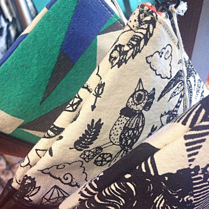 Cartera bolso y cosméticos de Skunkfunk. Ahora 28 por tiempo limitado.  Roundtrip Plaza San Bruno 12 09007 BURGOS Shop Online http://ift.tt/1IhL4BB