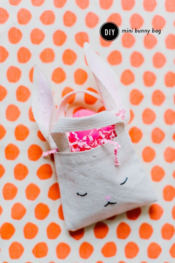 Craft your little bunny their own Easter bag to fill with fun treats. Style Me Pretty shares her Easter craft tutorial for a DIY mini bunny bag that's easily customizable and makes for a great addition in Easter photos of your little one.