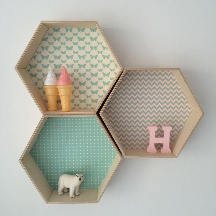 Nowy dzień, nowe pomysły / new day, new ideas ✌️#sześciokąt #półkaszesciokąt #honeycomb #hexagonshelf #hexagonshelves #hexagon #heksagon #girlsroom #forgirls #kidsroom #kidsinterior #kidsinteriordesign #walldecor #honeycombshelf #girl #pink #butterfly #woodentoys