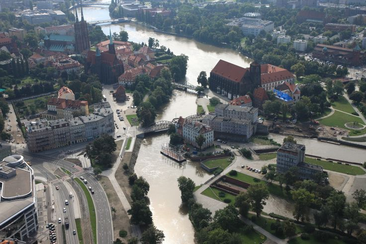 Odra River passing through Wrocław / Wrocław, Poland