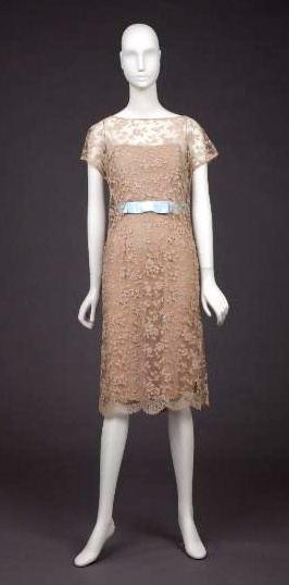 Anne klein dress scalloped lace sheath dress