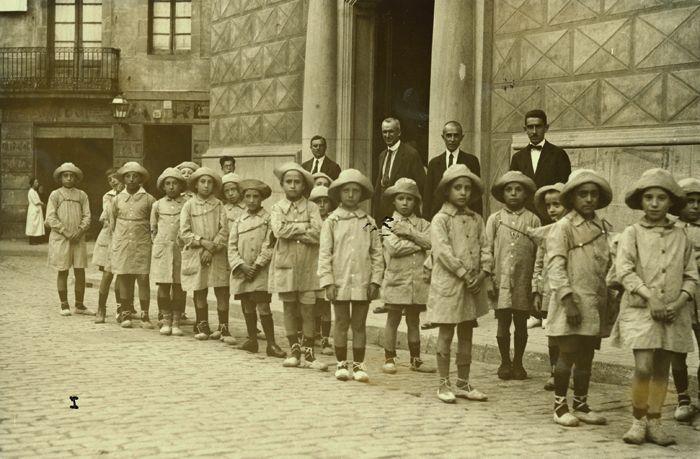 Barcelona - Colònies de l'escola municipal Baixeras, Via Laietana, 1917