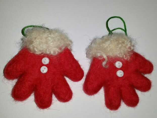 Needlefelt santa gloves tree decoration