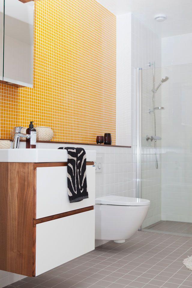 Badrummet i härligt gult.