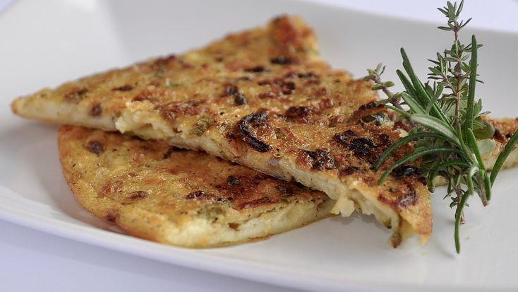 Vi propongo la Farinata con Zucchine e Cipolla Rossa di Tropea, eseguita a mò di Frittata ma al Forno.