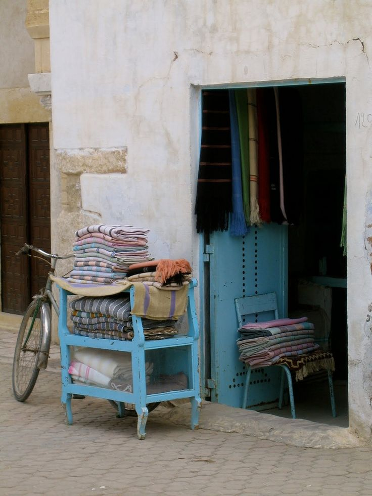 https://flic.kr/p/8PcAK8 | Carpet Store with Bike (TUNISIA, Kairouan) | Carpet Shop © K Alexander