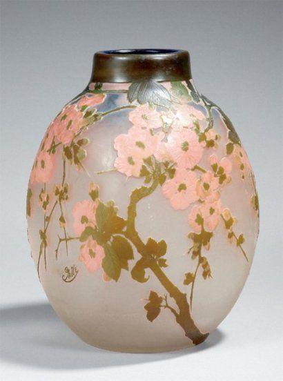 GALLÉ Émile Important vase ovoïde à quatre faces aplaties en verre multicouche