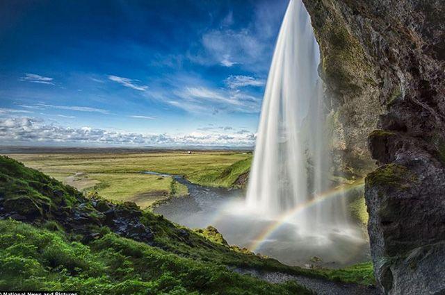 Podroze-10-jedynych-w-swoim-rodzaju-luksusowych-miejsc-na-swiecie-wodospad-Islandia