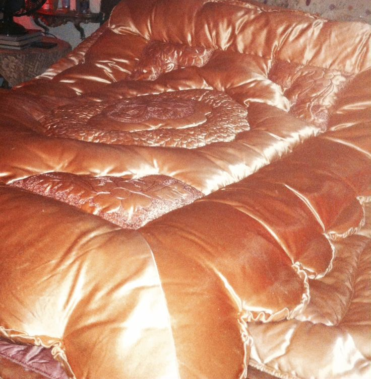 Pin Auf My Vintage Satin Down Comforters