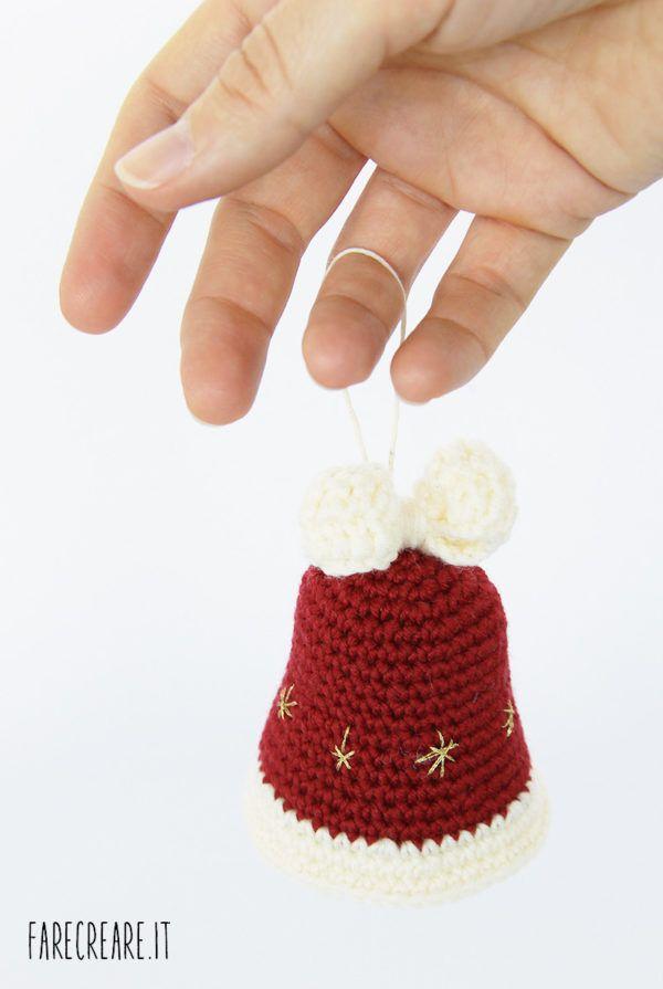 Campana di Natale rosso scuro con fiocco bianco. | campanas crochet ...