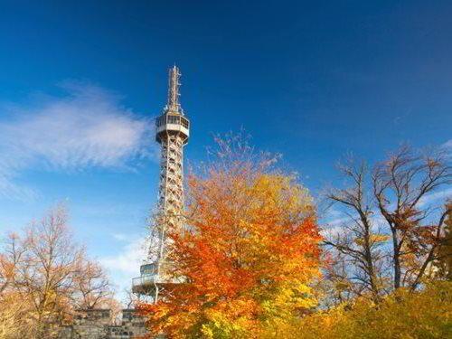 Petřínská rozhledna - mladší sestra Eiffelovy věže