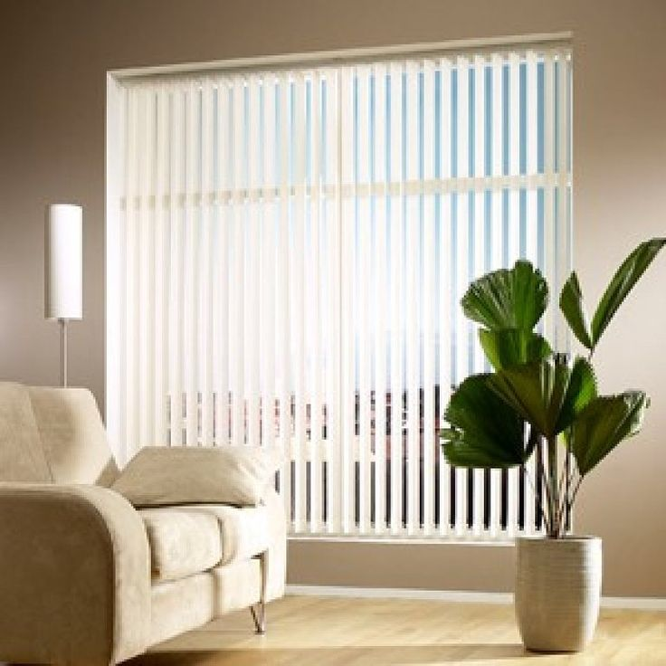 Luz regulada por una cortina vertical.  estorweb.com