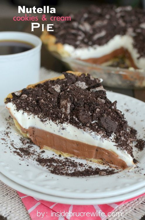 Nutella Cookies and Cream Pie – this easy no bake cheesecake pie has layers of Nutella and chocolate cookies and cream cookies