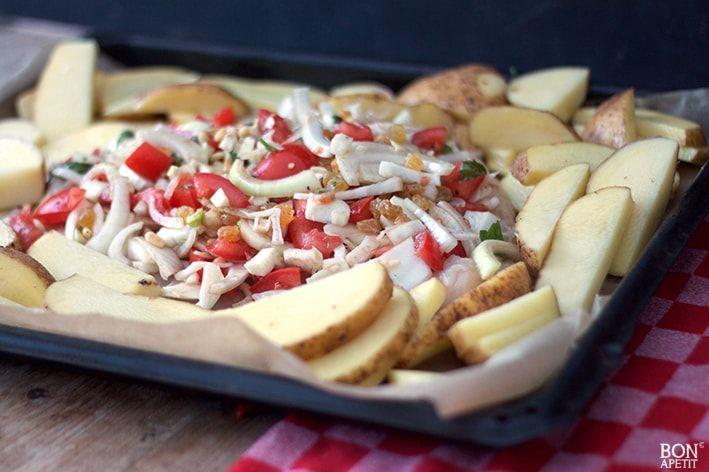 Een overheerlijke ovenschotel met kip en venkel, maar ook met pijnboompitjes, rozijnen en tomaat. Het water loopt me al uit de mond, zo lekker!