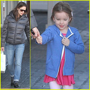 Jennifer Garner: Ben Affeck Enjoys Hanging Out With Me!