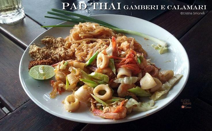 Pad Thai di gamberi e calamari, ricetta originale thailandese