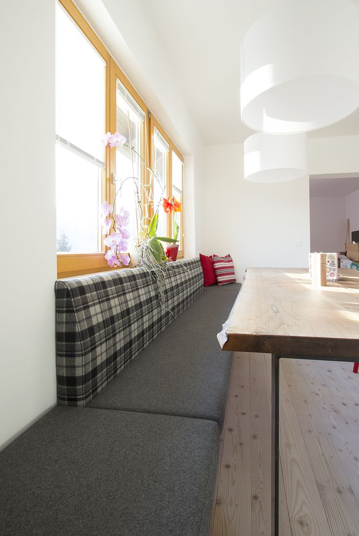 f nf meter lange sitzbank raumlang tapeziert mit lodenstoff wohnen pinterest sitzbank. Black Bedroom Furniture Sets. Home Design Ideas