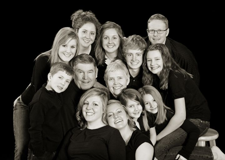 Beautiful large family photograph from Boise\'s best family portrait photography studio, b photography