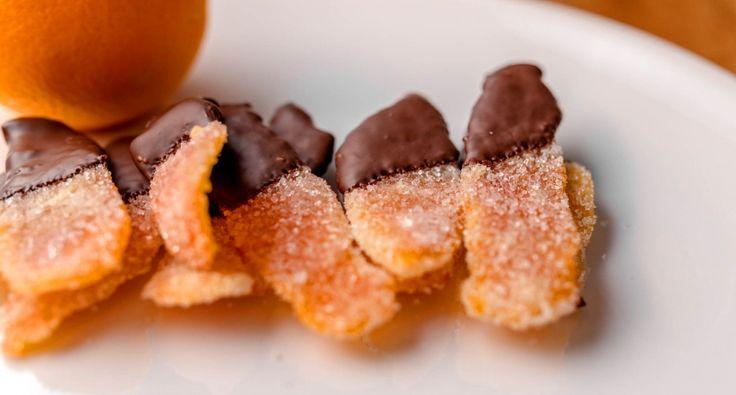 Karácsonykor gyakran készítünk kandírozott gyümölcsöket, lekvárokat. Az egyik leggyakrabban készített ilyen édesség a kandírozott narancshéj csokoládéban kimártva. Igazi finomság a téli estékre! Édes, és kellemes. Hosszan eláll, akár előre betárazhatunk belőle, de más süteményekbe aprítva, darálva is jól felhasználható.