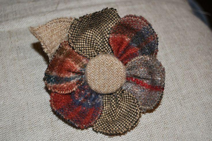 brown tan orange red rust tweed wool brooch coat hat pin corsage vintage 10 cm