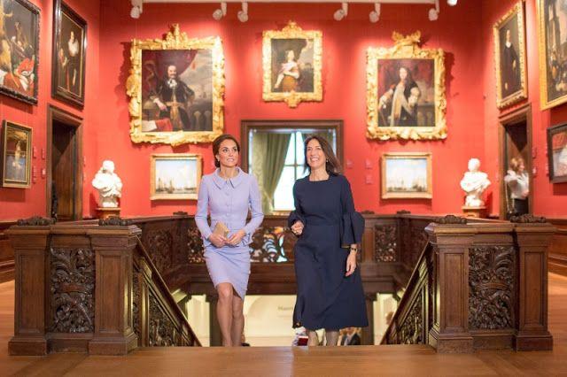 La Duquesa de Cambridge visitó el Mauritshuis    LA HAYA Países Bajos Octubre/PRNewswire/ Su Alteza Real la Duquesa de Cambridge visitó hoy el Mauritshuis. La visita coincide con la exposición At Home in Holland: Vermeer and his contemporaries from the British Royal Collection que incluye 22 importantes pinturas de género de la colección de su familia. Emilie Gordenker director: 'Estamos encantados de que Su Alteza Real visitó el Mauritshuis. Fue una experiencia muy especial mostrar la…