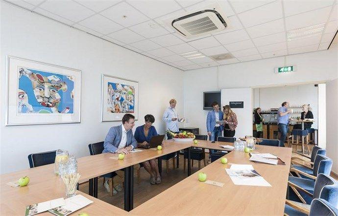 La Place #Vergadercentra beschikt over unieke #locaties met uitstekende voorzieningen, goede bereikbaarheid en optimale services. La Place biedt ruimte voor al uw bijeenkomsten en is geschikt voor #trainingen, #vergaderingen, overleg, presentaties, #meetings en #borrels.