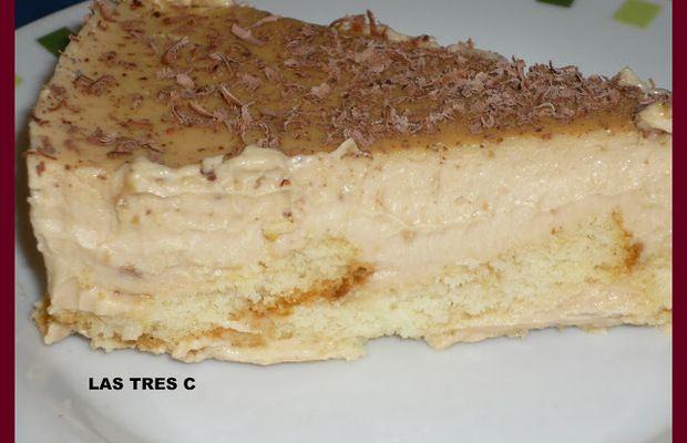Bizcocho de turrón ARA LA BASE  Madalenas cortadas por la mitas lo que quepa en el molde de la tarta.  Para la crema de turrón:  500ml de leche entera  500ml de nata para montar  1 tableta de turrón de Jijona (300 gramos)  2 sobres de cuajada  3 cucharadas de azúcar