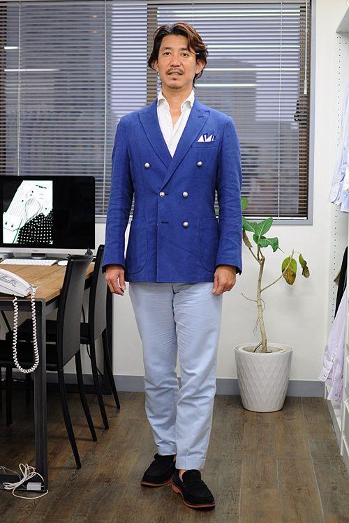 シャツの着こなし・コーディネート│ozie ニット素材使用シャツ=ビズポロ ホリゾンタルカラーシャツ+リネン100%のポケットチーフ+ダブルブレストのブレザー+コットンパンツ+ローファー