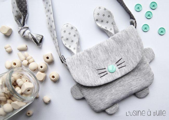 Tutoriel pour réaliser un mini sac en forme de lapin pour enfant. Bonne couture !