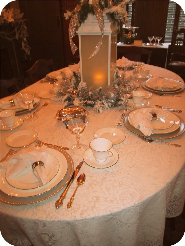 The dining room table set for dinner. At the Glenn House decorated for a true Victorian Christmas in Cape Girardeau MO. & 14 best Victorian table settings images on Pinterest | Christmas ...