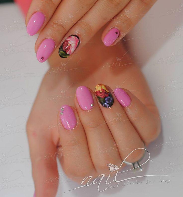 nails manicure pink foil