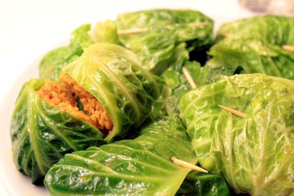 Ricetta involtini di hummus e cavolo verza