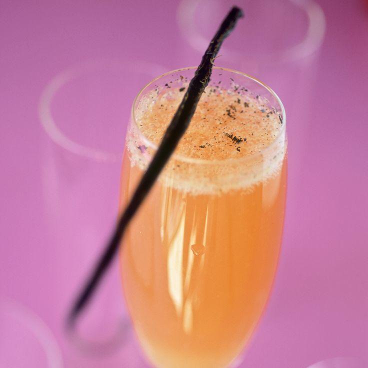 Découvrez la recette Cocktail d'orange au champagne et vanille sur cuisineactuelle.fr.