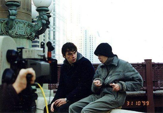 Сергей Бодров мл. и Дарья Лесникова в роли Даши-Мерилин на съемках фильма «Брат 2». 31 октября 1999 года.