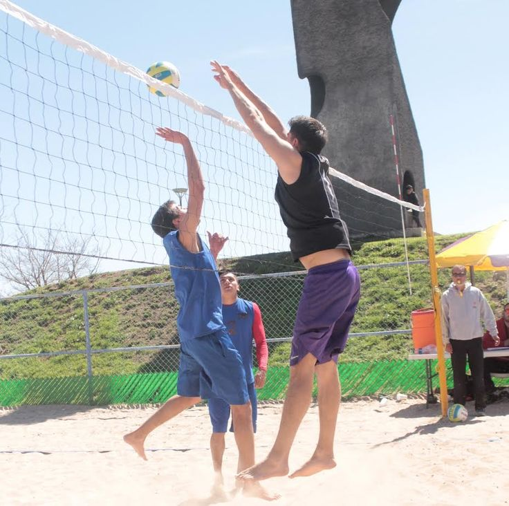 La UACH calificó en el Torneo del voleibol Playero | El Puntero