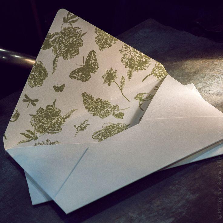 Конверт из хлопковой бумаги с внутренней трафаретной печатью.#конверт #шелкография #типография#мастерская#высокаяпечать#suvorovpress#screenprinted#envelope#cotton