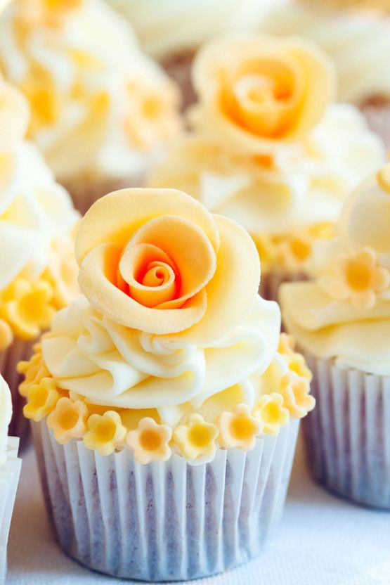 Simply beautiful: Wedding Cupcakes decorated with yellow sugar roses
