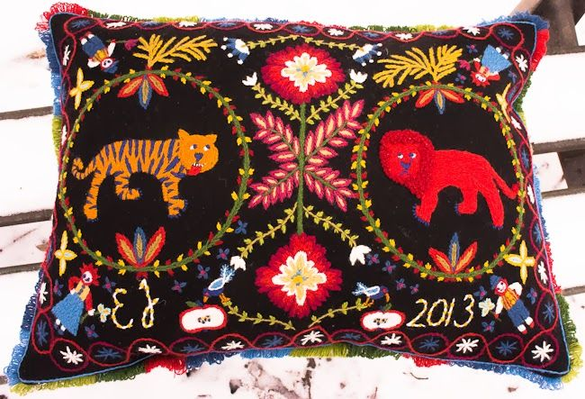 Woolen embroidery in style from southern Sweden by Elin Jantze