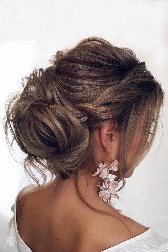 Hochzeitsfrisuren für mittlere Haare niedrige Hochsteckfrisur mit Zopfstruktur Tonya… – Damen Haare